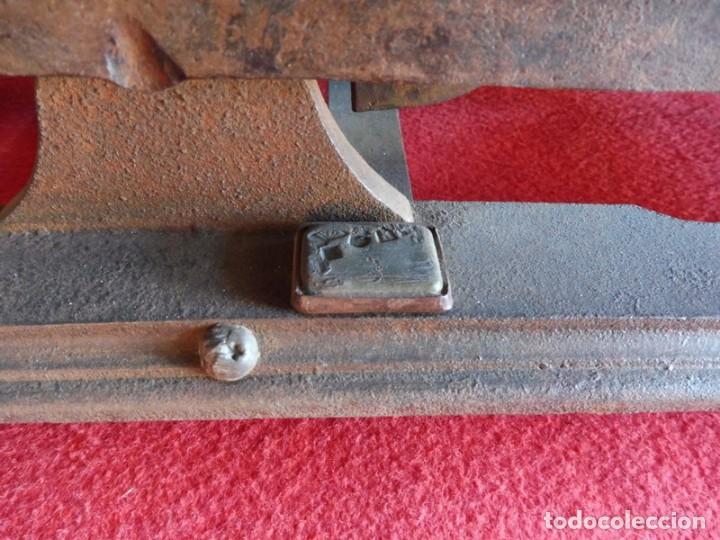 Antigüedades: BALANZA EN HIERRO FUNDIDO CON PLATOS PLANOS - Foto 6 - 155390350