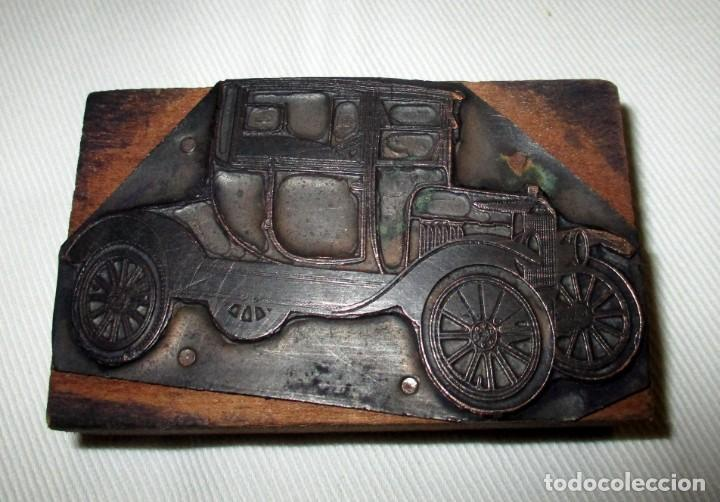 Antigüedades: RARO Y ANTIGUO TAMPÓN O PLANCHA DE IMPRENTA CON FIGURA DE AUTO CLÁSICO FORD T O SIMILAR. - Foto 2 - 155396282