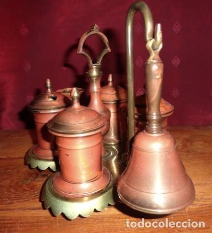 Antigüedades: Escribania de bronce con palmatoria y campanilla - Foto 4 - 155497438