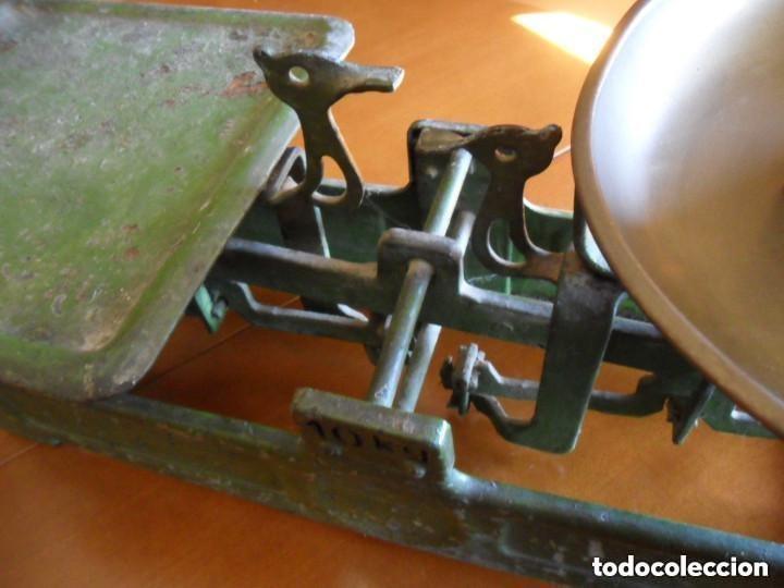 Antigüedades: BÁSCULA CON PESA DE 2 KG Y PLATO DE LATÓN MUY ANTIGUA - Foto 10 - 155506078