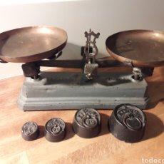 Antiquitäten - Balanza con platos y pesas - 155517701