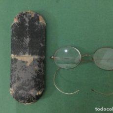 Antigüedades: ANTIGUAS GAFAS CON ESTUCHE. Lote 155522230