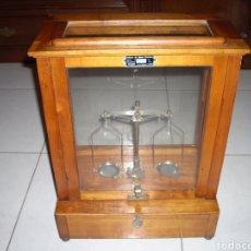 Antigüedades: ANTIGUA BALANZA DE PRECISION. Lote 155524474