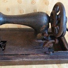 Antigüedades: ANTIGUA MAQUINA DE COSER SINGER DE SOBREMESA MANUAL. Lote 155564746