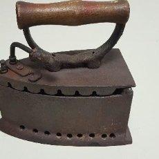 Antigüedades: 319- ANTIGUA PLANCHA HIERRO 1.7 KGS 19X18 CMS . Lote 155640202