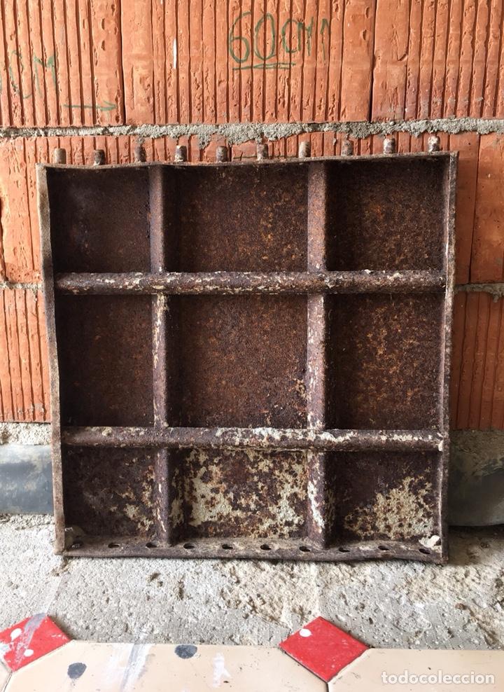 TAPA DE HIERRO FUNDIDO MUY DECORATIVA -(19071) (Antigüedades - Técnicas - Cerrajería y Forja - Varios Cerrajería y Forja Antigua)
