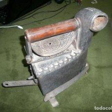 Antigüedades: ANTIGUA PLANCHA DE CARBON. Lote 155779618