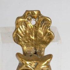 Antigüedades: ANTIGUO PICAPORTE, ALDABA DE BRONCE EN FORMA DE BÚHO. 11.5 CM. Lote 155780834