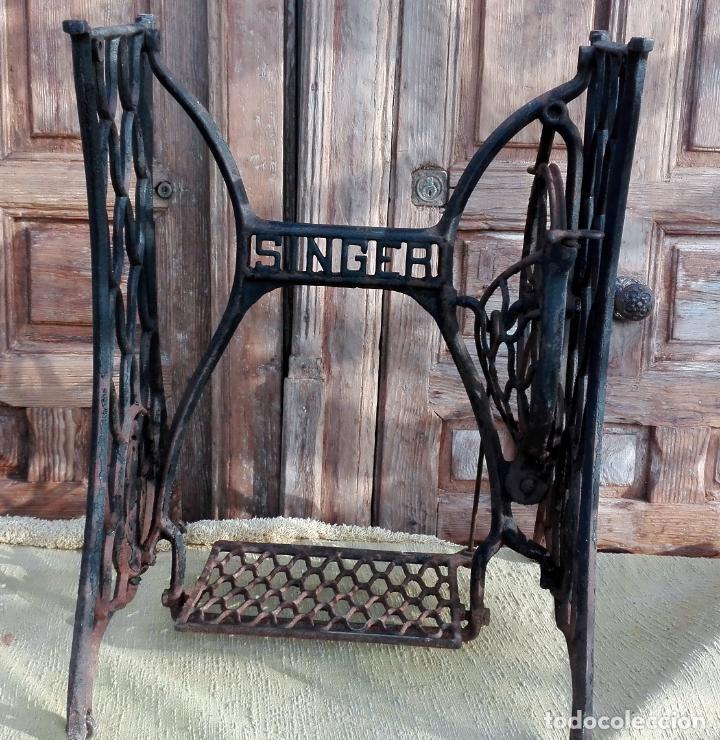 Antigüedades: patas de hierro fundido, maquina de coser singer, ideal para mesa, sin defectos - Foto 3 - 159441614