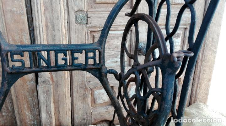 Antigüedades: patas de hierro fundido, maquina de coser singer, ideal para mesa, sin defectos - Foto 4 - 159441614