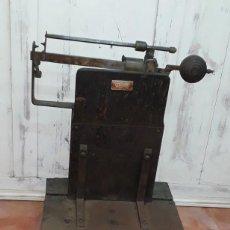 Antigüedades: BASCULA ANTIGUA TALLERES BARCELÓ BARCELONA. Lote 155831638