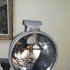 Antigüedades: LAMPARA PROYECTOR TILLEY A PARAFINA SEGUNDA GUERRA MUNDIAL. Lote 155875338