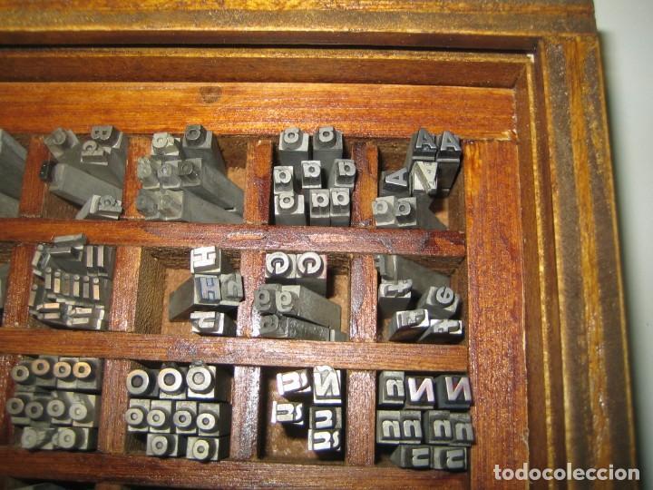 Antigüedades: imprenta, letras de plomo, 14 futura cursiva negra, caja 40 apartados - Foto 2 - 155968578