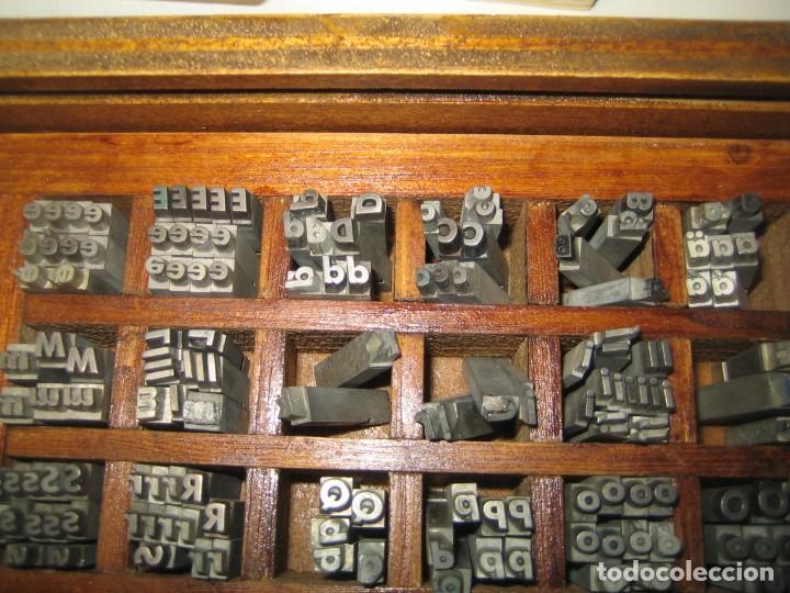Antigüedades: imprenta, letras de plomo, 14 futura cursiva negra, caja 40 apartados - Foto 3 - 155968578