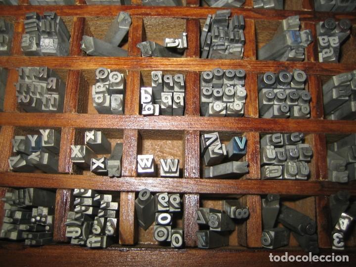 Antigüedades: imprenta, letras de plomo, 14 futura cursiva negra, caja 40 apartados - Foto 5 - 155968578