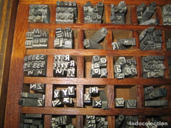 Antigüedades: imprenta, letras de plomo, 14 futura cursiva negra, caja 40 apartados - Foto 6 - 155968578