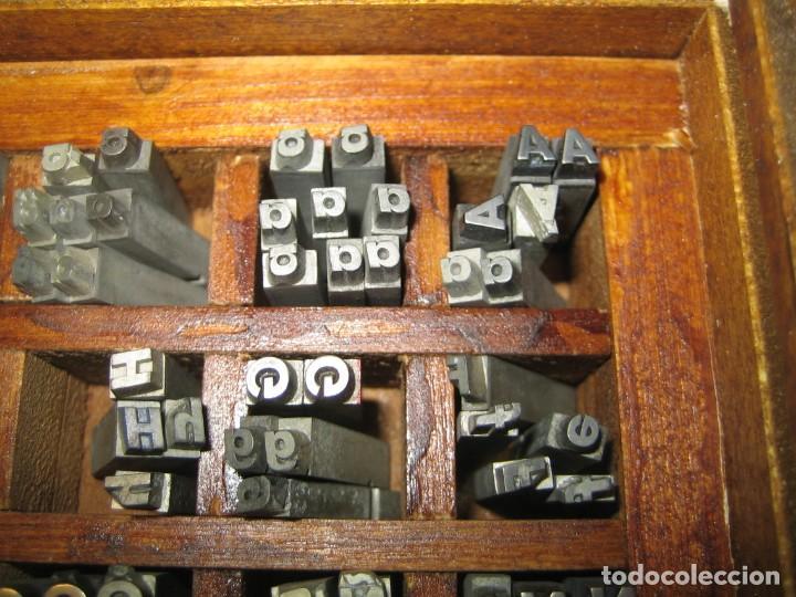 Antigüedades: imprenta, letras de plomo, 14 futura cursiva negra, caja 40 apartados - Foto 7 - 155968578
