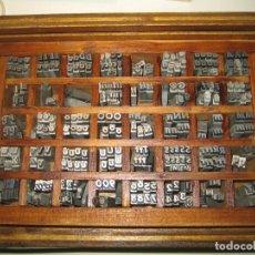 Antigüedades: IMPRENTA, LETRAS DE PLOMO, 16 FUTURA CURSIVA NEGRA, CAJA 40 APARTADOS. Lote 156037038