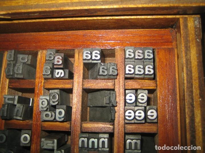 Antigüedades: imprenta, letras de plomo, 20 FOLIO NEGRA MINUSCULAS, caja 40 apartados - Foto 2 - 156063126