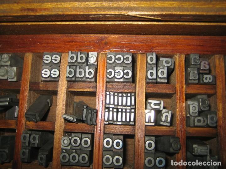 Antigüedades: imprenta, letras de plomo, 20 FOLIO NEGRA MINUSCULAS, caja 40 apartados - Foto 3 - 156063126