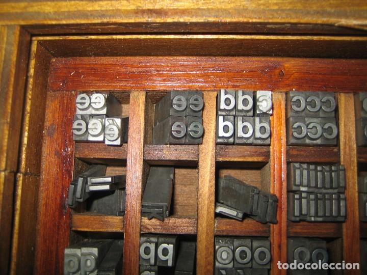 Antigüedades: imprenta, letras de plomo, 20 FOLIO NEGRA MINUSCULAS, caja 40 apartados - Foto 4 - 156063126