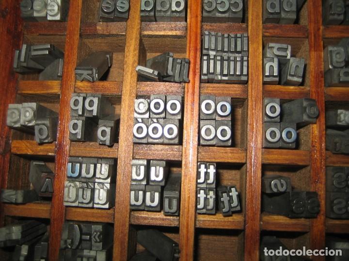 Antigüedades: imprenta, letras de plomo, 20 FOLIO NEGRA MINUSCULAS, caja 40 apartados - Foto 6 - 156063126