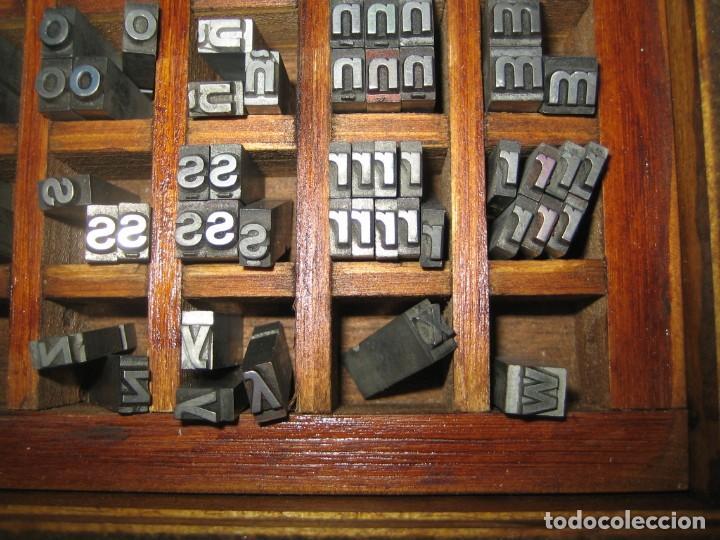 Antigüedades: imprenta, letras de plomo, 20 FOLIO NEGRA MINUSCULAS, caja 40 apartados - Foto 7 - 156063126