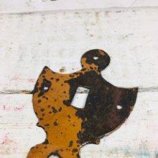 Antigüedades: ANTIGUO BOCALLAVE RUSTICO DE HIERRO FORJADO CON BONITA PATINA OXIDADA Y PINTADA. Lote 156190726