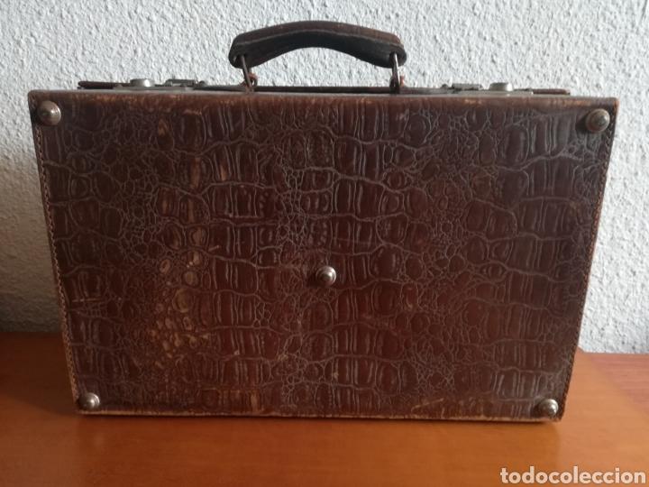 Antigüedades: Antigua Maleta Neceser Beristain y Cia Barcelona Proveedor de la Casa Real - Piel de cocodrilo - Foto 15 - 156271293