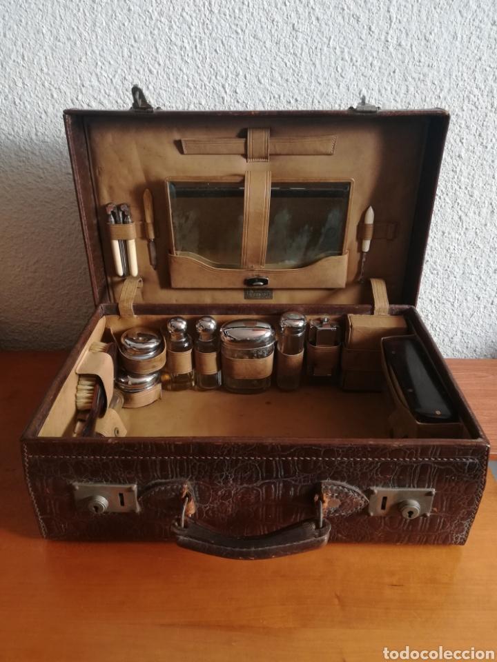 Antigüedades: Antigua Maleta Neceser Beristain y Cia Barcelona Proveedor de la Casa Real - Piel de cocodrilo - Foto 3 - 156271293