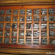 Antigüedades: IMPRENTA, LETRAS DE PLOMO, 16 LETRA INGLESA, CAJA 40 APARTADOS. Lote 156485106