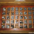 Antigüedades: IMPRENTA, LETRAS DE PLOMO, 20 FOLIO NEGRA MINUSCULAS, CAJA 40 APARTADOS. Lote 156485570