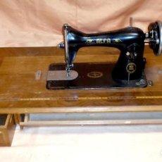 Antigüedades - Máquina de coser Alfa y tablero - 156485882