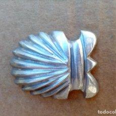 Antigüedades: CONCHA DE HIERRO PARA REMACHES. Lote 156540882