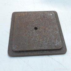 Antigüedades: BASE DE HIERRO DE 13,5 CM DE LADO.. Lote 156589962