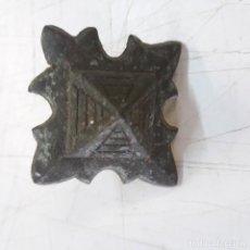 Antigüedades: CLAVO DE BRONCE CON PUNTA DE HIERRO 3,5 CM DE LADO.. Lote 156590098