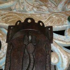 Antigüedades: LLAMADOR DE FORJA MUY I CON BICHO. Lote 156597181