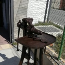 Antigüedades: TORNILLO DE FRAGUA DE HIERRO ANTIGUO. Lote 156601808
