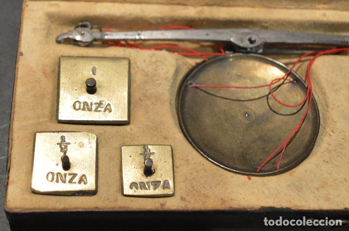 Antigüedades: ANTIGUA BALANZA DE PRECISIÓN CON PONDERALES PARA MONEDAS Y ORO - Foto 3 - 156666438