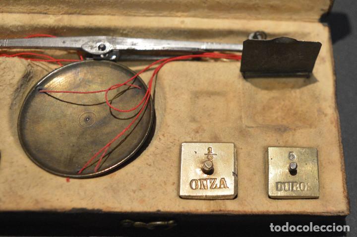 Antigüedades: ANTIGUA BALANZA DE PRECISIÓN CON PONDERALES PARA MONEDAS Y ORO - Foto 5 - 156666438