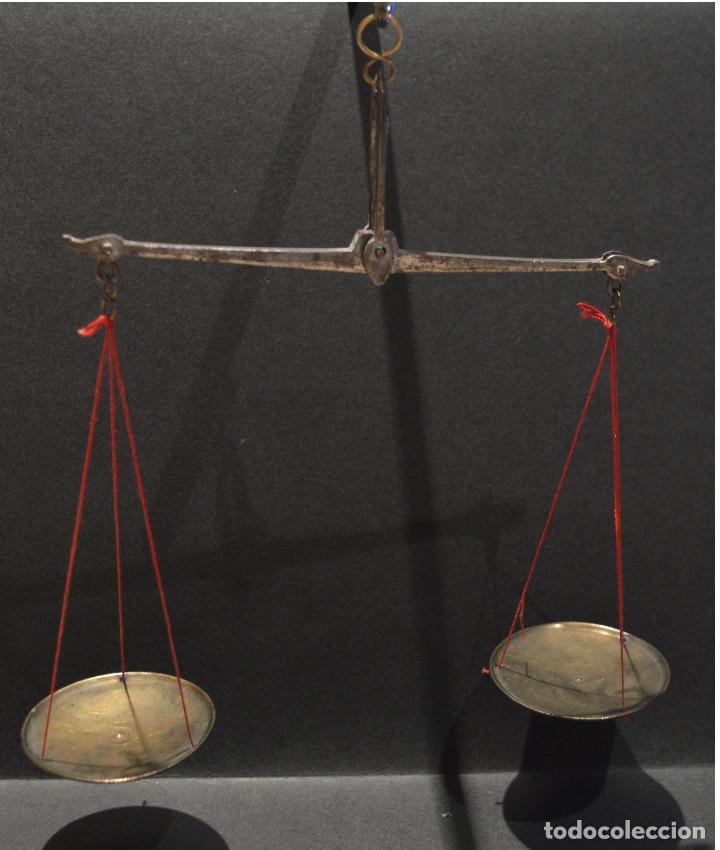 Antigüedades: ANTIGUA BALANZA DE PRECISIÓN CON PONDERALES PARA MONEDAS Y ORO - Foto 6 - 156666438