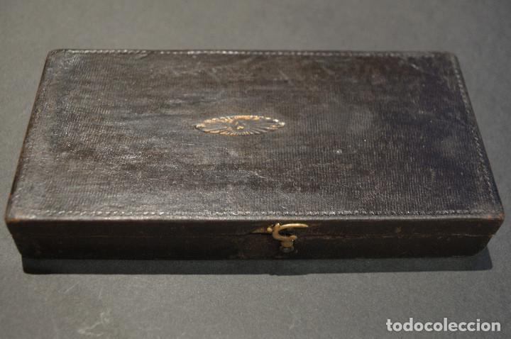 Antigüedades: ANTIGUA BALANZA DE PRECISIÓN CON PONDERALES PARA MONEDAS Y ORO - Foto 8 - 156666438
