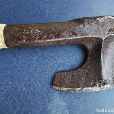 Antigüedades: ANTIGUA HACHA DE TONELERO FORJADA A FUEGO . Lote 156886362