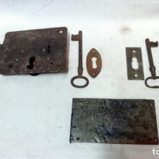 Antigüedades: LOTE 3 ANTIGUAS CERRADURAS, 2 LLAVES Y 2 BOCALLAVES.. Lote 156967314