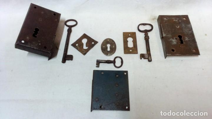 LOTE 3 ANTIGUAS CERRADURAS, 3 LLAVES Y 3 BOCALLAVES. (Antigüedades - Técnicas - Cerrajería y Forja - Cerraduras Antiguas)