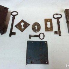 Antigüedades: LOTE 3 ANTIGUAS CERRADURAS, 3 LLAVES Y 3 BOCALLAVES.. Lote 156968130