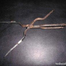 Antigüedades: PINZAS ANTIGUAS METALICAS PELUQUERIA ??. Lote 156970950