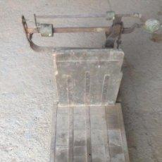 Antigüedades: BÁSCULA ANTIGUA DÉCADA 1940. Lote 156531030
