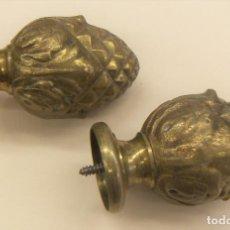 Antigüedades: PAREJA DE REMATES DECORATIVOS DE BRONCE CON ROSCA . Lote 157254778
