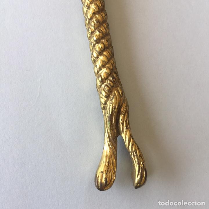 Antigüedades: Lupa de metal dorado en forma de cuerda anudada - Foto 8 - 157462025